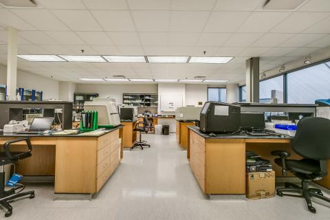 BAS lab with machines on lab benches