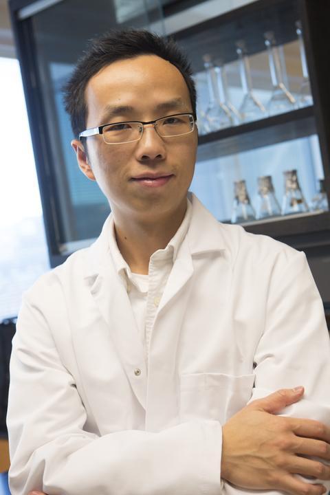 Dr. Yantao Li in his lab